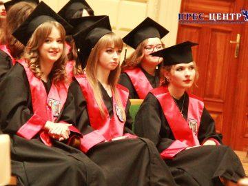 Випускники філософського факультету отримали дипломи про освіту