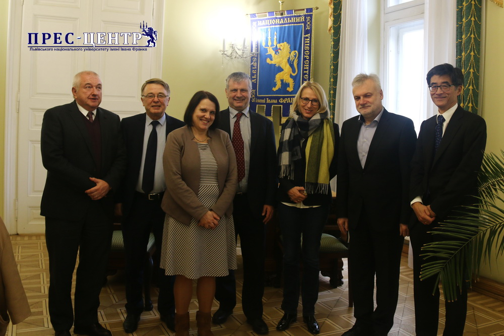 SCIENTISTS FROM MAX PLANCK INSTITUTE OF SOLID-STATE CHEMICAL PHYSICS (GERMANY) VISITED LVIV UNIVERSITY