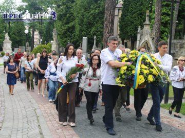 Покладання квітів до могили Івана Франка
