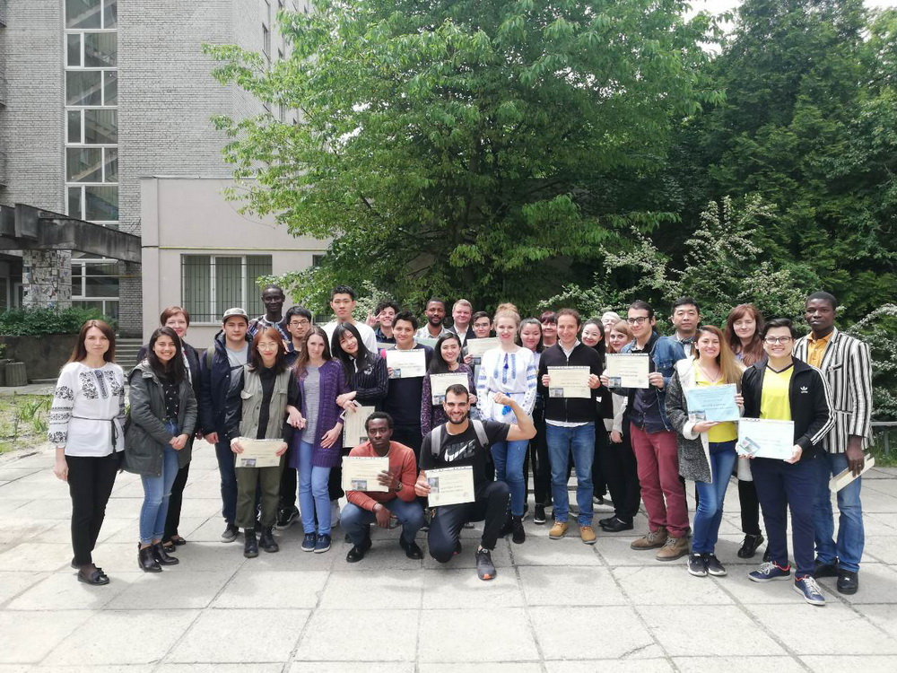 Студенти-іноземці з 10 країн світу продемонстрували свої знання з української мови