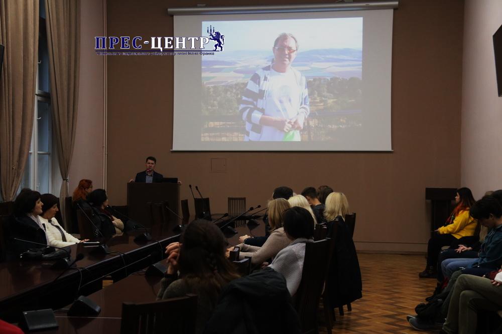 Теплі спогади і щирі слова: спільнота філософського факультету організувала вечір пам'яті Валерія Денисенка