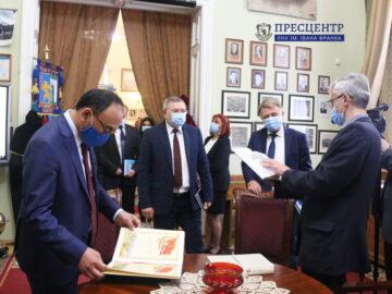 Делегація Євразійського національного університету імені Л. М. Гумільова відвідала музей історії Львівського університету